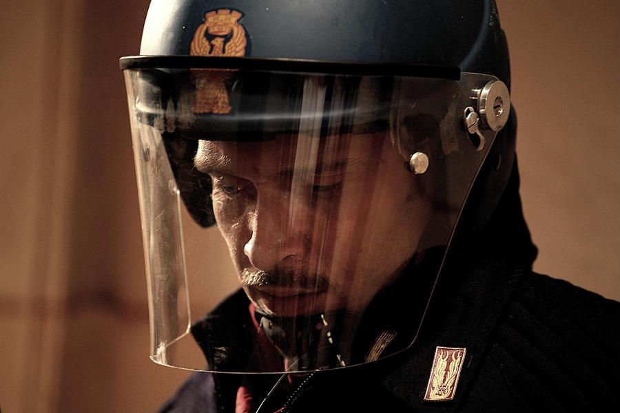 Diaz - Don't Clean Up This Blood - diretto da Daniele Vicari