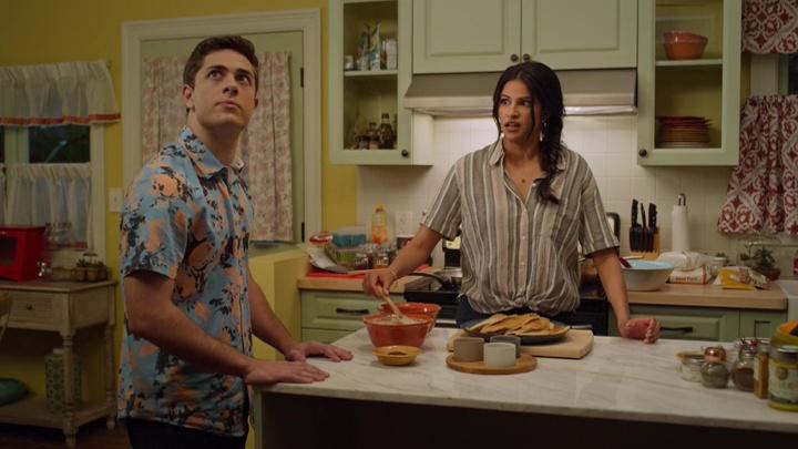 Jaren Lewinson e Richa Moorjani  in una scena dell'episodio 01x06 - Credits: IMDB.com