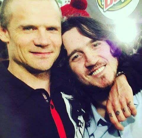 Flea e John Frusciante - Credits: web