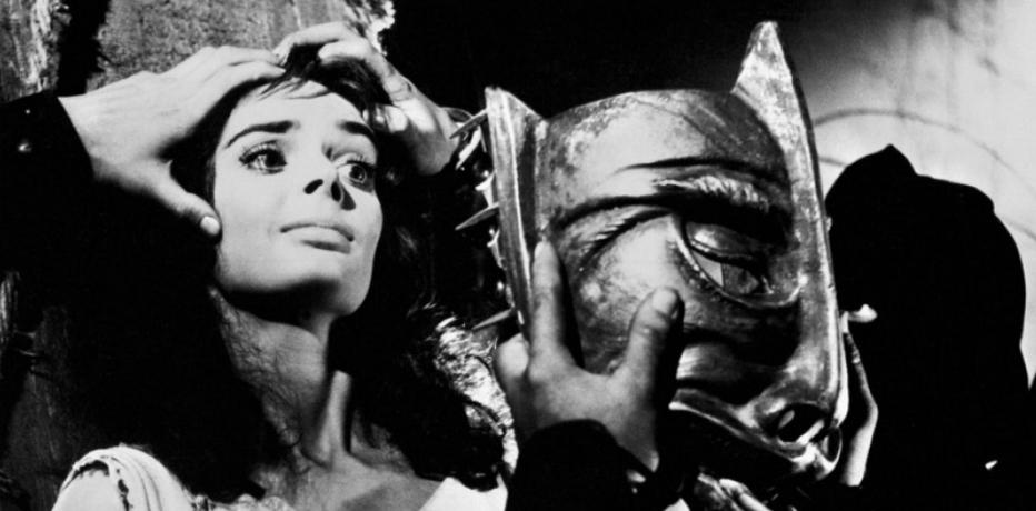 Frame tratto dall'horror La maschera del demonio, in streaming su Amazon Prime Video
