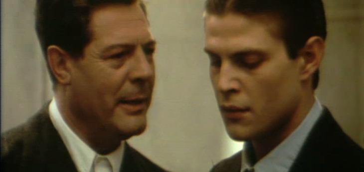 """Marcello Mastroianni e Giovanni Visentin in una scena de """"Le mani sporche"""". Credits: Wikipedia"""