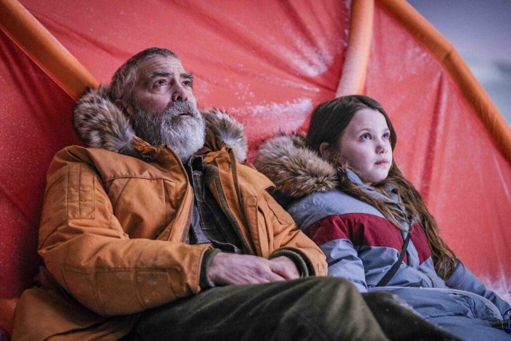 George Clooney e Caoilinn Springall in The Midnight Sky - Credits: Netflix