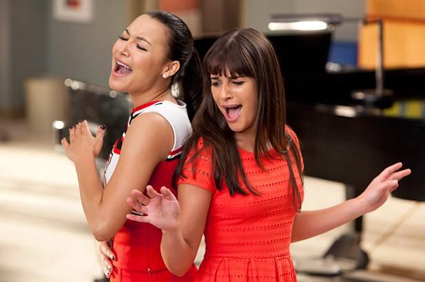 Naya Rivera (Santana) e Lea Michele (Rachel) - Glee 3x17