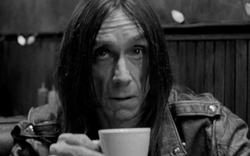 Iggy Pop in una scena di Coffee and Cigarettes (2003)
