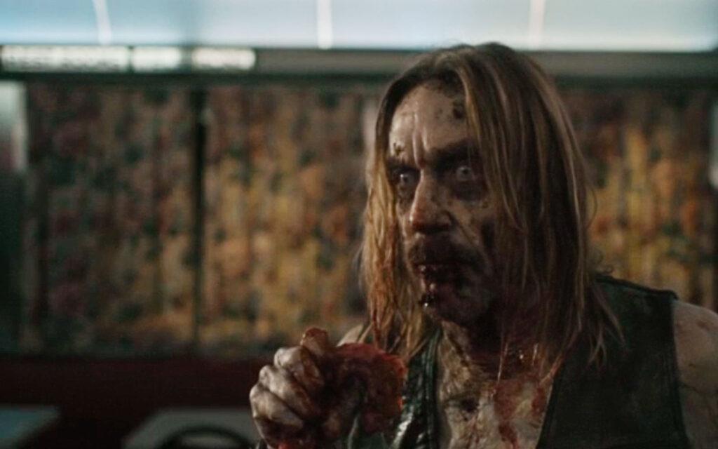 Iggy Pop in una scena de I morti non muoiono (2019)
