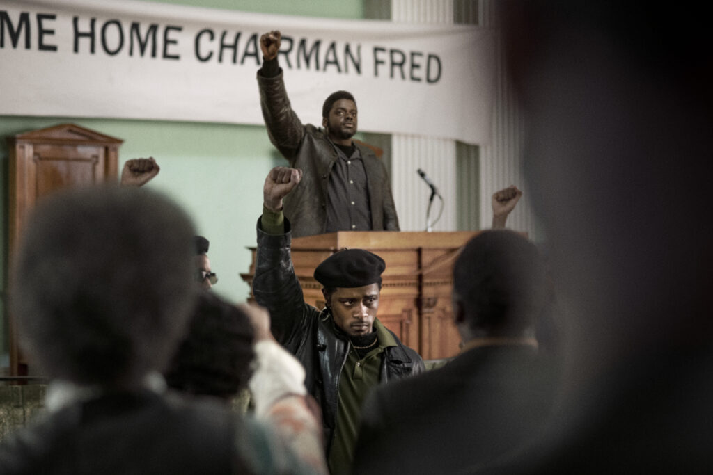 Daniel Kaluuya e Lakeith Stanfield in Judas and the Black Messiah © 2020 Warner Bros. Entertainment Inc. All Rights Reserved Photo Credit: Glen Wilson