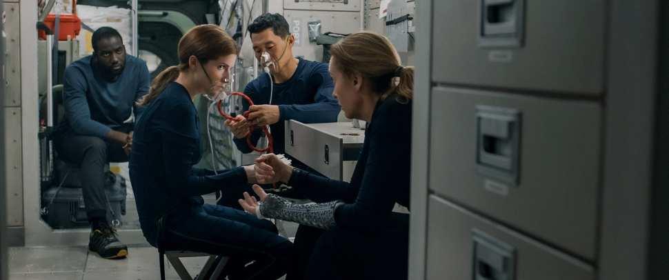 Shamier Anderson-Anna Kendrick- Daniel Dae Kim-Toni Collette in Estraneo a bordo-Credits Netflix