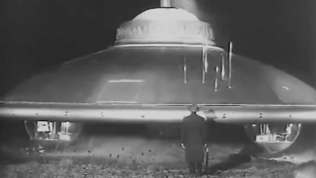 fantascienza umoristica anni '60: una scena da Il disco volante (Tinto Brass, 1965)