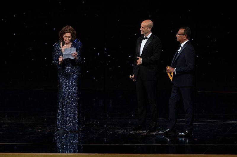 Sophia Loren, Edoardo Ponti e Carlo Conti. Foto di proprietà dell'Accademia del Cinema Italiano – PremiDavid di Donatello © Luca Dammicco
