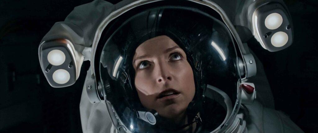 Anna Kendrick-Estraneo a bordo-Credits-Netflix
