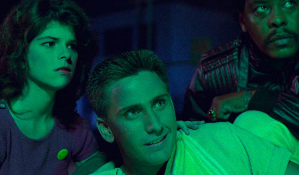 fantascienza umoristica anni '80: uno screenshot da Repo Man (Alex Cox, 1984)