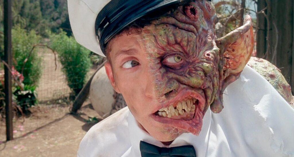 fantascienza umoristica anni '90: una scena da Freaked (Tom Stern, Alex Winter, 1993)