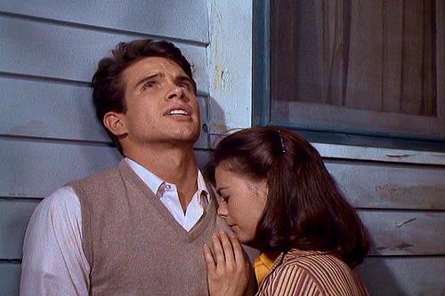 "Bud-(Warren-Beatty)-e-Deanie-(Natalie-Wood)-in-""Splendore-nell'-erba""-Credits-Warner-Bros."